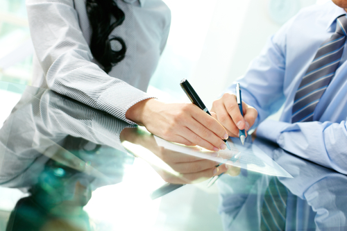 business partners signging shareholders agreemenr